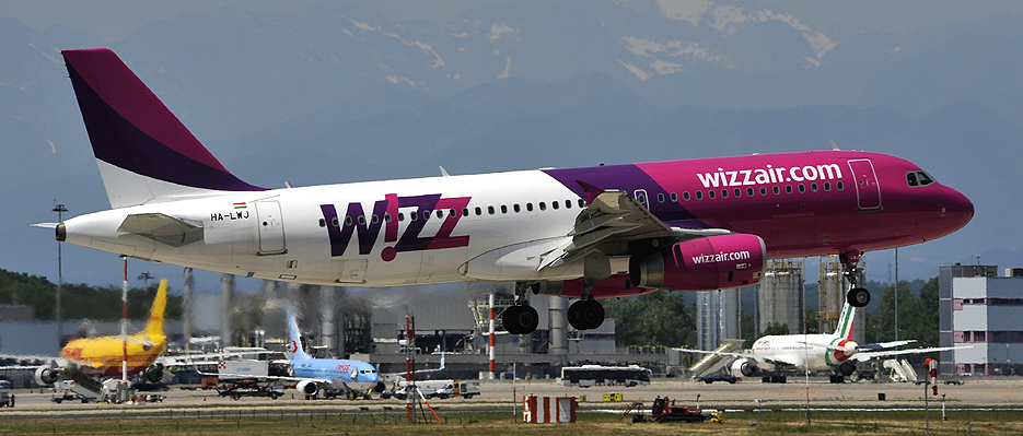 Aeroporto Caselle : Airbus a ha lwj operated by wizz air of hungary